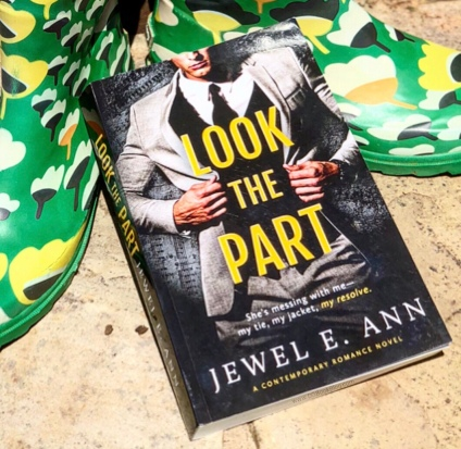 www.dgbookblog.com:look.the.part:jewel.ann.insta2